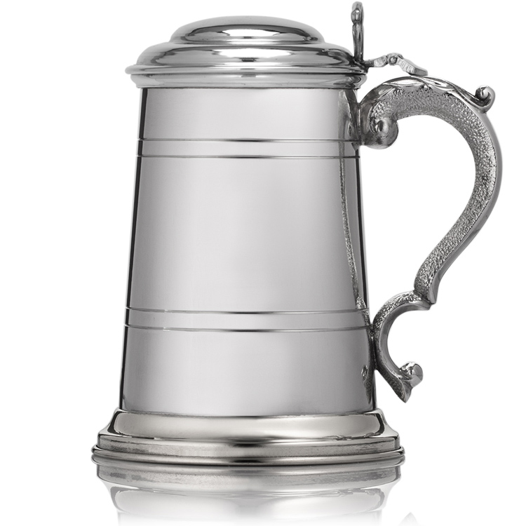Lidded-pewter-tankard-with-closed